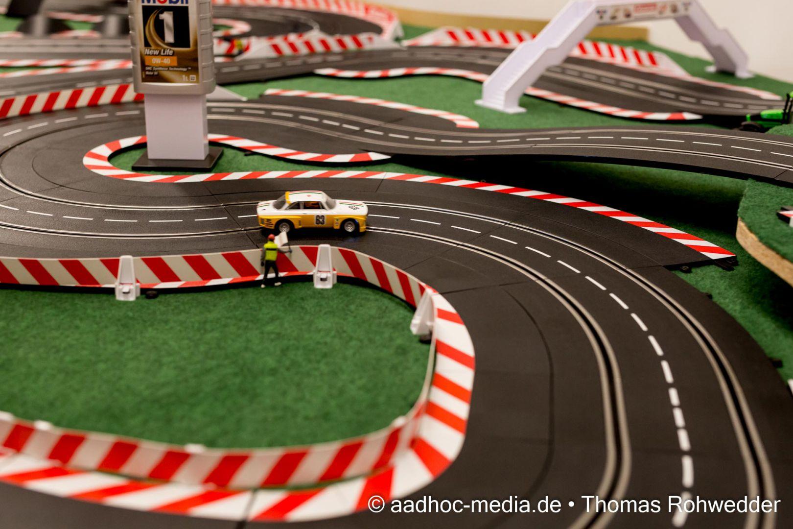 Carerrabahn in der Eventlocation von Wagner Spiel- + Technikwelt mit über 30m Fahrstrecke